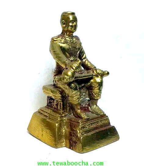 องค์บูชาพระนเรศวรมหาราชนั่งบัลลังก์หลั่งทักษิโณทกประกาศอิสระภาพเนื้อทองเหลืองสูง5.5ซม.ฐาน3ซม. 3