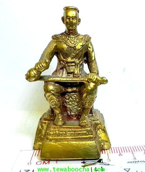 องค์บูชาพระนเรศวรมหาราชนั่งบัลลังก์หลั่งทักษิโณทกประกาศอิสระภาพเนื้อทองเหลืองสูง5.5ซม.ฐาน3ซม. 5