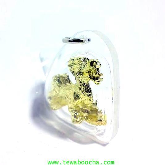 จี้ปี่เซี๊ยะทองเหยียบก้อนทองให้ความสุขเงินทองโชคลาภนื้อทองเหลืองชุบทองกรอบพลาสติกสูง2.5ซม.กว้าง2.5ซม 2