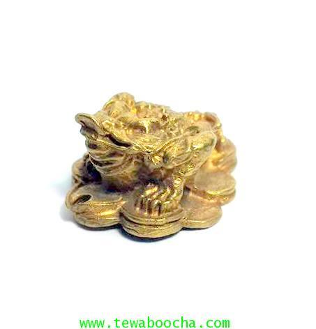 เซียมชู้ คางคกสามขาคาบเหรียญนั่งบนกองทองเนื้อทองเหลืองสูง1ซม.ฐาน2.5ซม.สำหรับพกติดตัว