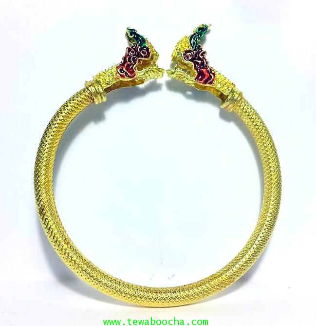 กำไลข้อมือพญานาคเศียรคู่ลงสี แบบบิดข้างใส่ผิวลายเส้นเนื้อทองเหลืองเคลือบทองวงกว้าง 6 ซม.(ฟรีไซด์)