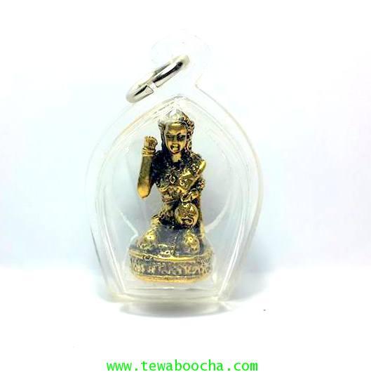 นางกวักมหาลาภถือถุงเงินนั่งกวักนุ่งสไบลายดอกเนื้อทองเหลืองชุบทองกรอบพลาสติกกันน้ำสูง3.5ซม.กว้าง2.5ซม