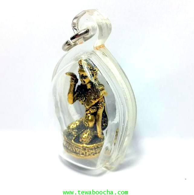 นางกวักมหาลาภถือถุงเงินนั่งกวักนุ่งสไบลายดอกเนื้อทองเหลืองชุบทองกรอบพลาสติกกันน้ำสูง3.5ซม.กว้าง2.5ซม 1