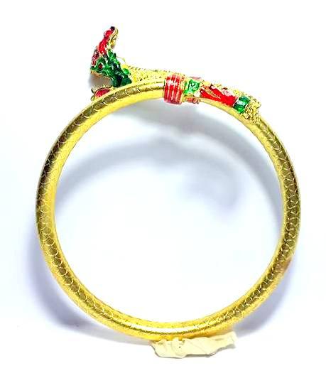 กำไลข้อมือพญานาคเต็มตัวแบบบิดข้างสวมเศียรเชิด หางตวัด เนื้อทองเหลืองเคลือบทองชุบสีฟรีไซด์ง้างได้