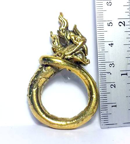 แหวนพญานาคพิมพ์โบราณตัวมนหางม้วนคุ้มภัยทางน้ำให้ลาภเนื้อทองเหลืองเส้นผ่านศูนย์กลาง3ซม.วงสูง5.5ซม. 2