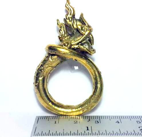 แหวนพญานาคพิมพ์โบราณตัวมนหางม้วนคุ้มภัยทางน้ำให้ลาภเนื้อทองเหลืองเส้นผ่านศูนย์กลาง3ซม.วงสูง5.5ซม. 3