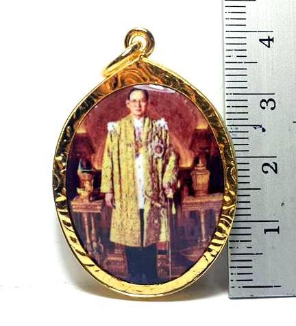 ล๊อกเกตกรอบทองพระบรมฉายาลักษณ์รัชกาลที่ทรงเครื่องกษัตริย์กรอบทองไมครอนสูง3.5ซม.กว้าง2.5ซม. 2