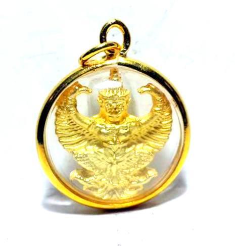 พญาครุฑแก้อาถรรพ์ ชุบทองกรอบทองลายลวดทรงกลมกว้างยาว2x2ซม.หลังพระบรมฉายาลักณ์ร.5