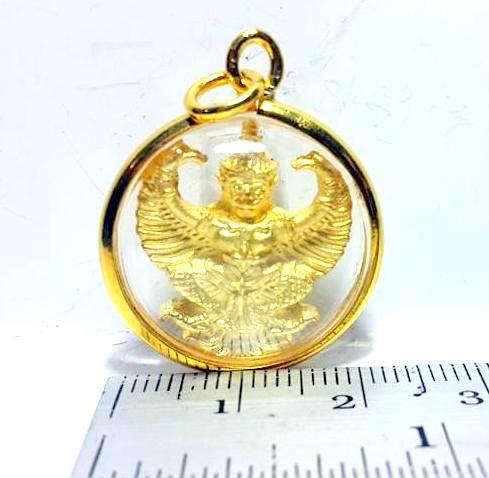 พญาครุฑแก้อาถรรพ์ ชุบทองกรอบทองลายลวดทรงกลมกว้างยาว2x2ซม.หลังพระบรมฉายาลักณ์ร.5 3