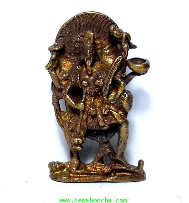 พระแม่กาลีปราบอสูรมีอำนาจฤทธิ์ในการปราบปรามสิ่งชั่วร้ายพิมพ์โบราณเนื้อทองเหลืองเก่าสูง3ซม.ฐาน2ซม.
