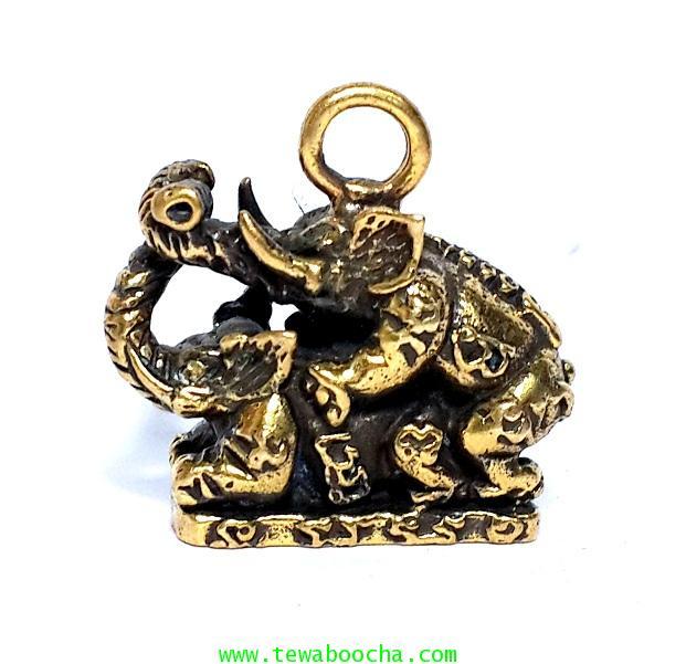 อิ่นช้างคู่ ช้างผสมโขลง เนื้อทองเหลือง มีห่วงห้อย พิมพ์มาตราฐาน สูง 2 ซม.ฐาน 2 ซม.