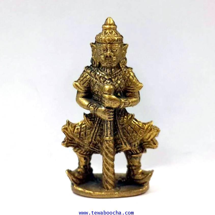 พระเวสสุวรรณประทับยืนถือกระบองเทพพิมพ์ขากางเทพแห่งขุมทรัพย์เนื้อทองเหลืองสูง4ซม.ฐาน2ซม.