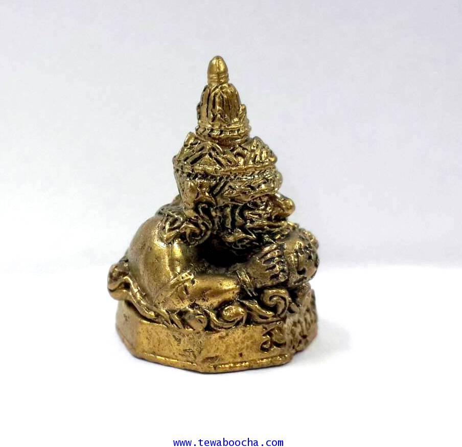 พระราหูเทพคุ้มภัยให้โชคลาภพลิกดวงชะตา เนื้อทองเหลืองสูง 2.5 ซม.ฐาน1.8 ซม. 3