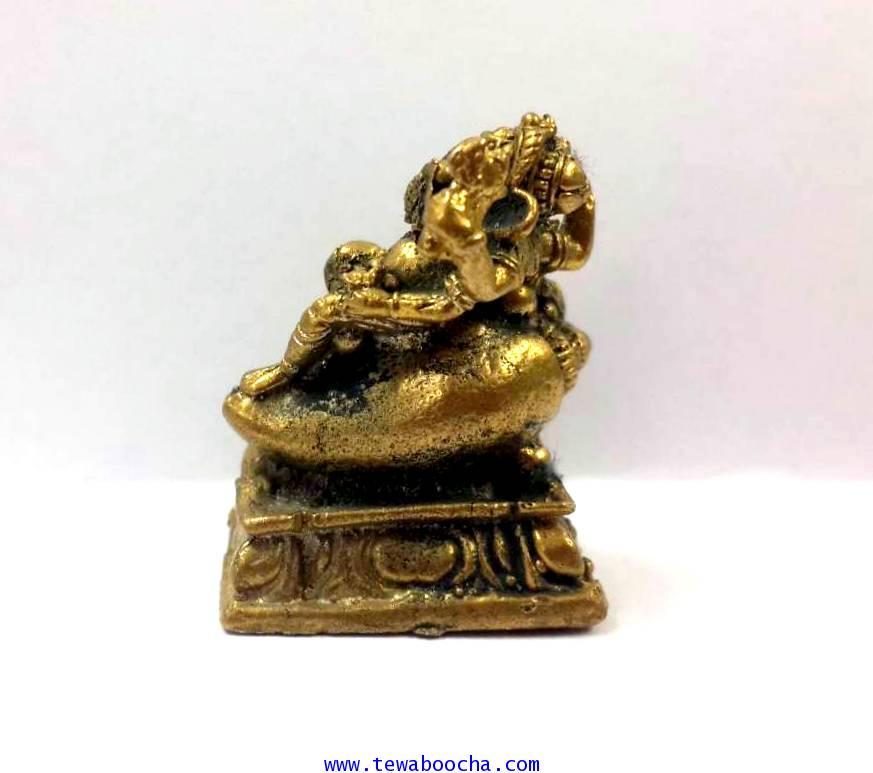 พระพิฆเนศปางเสวยสุขนั่งบัลลังก์หอยสังข์ประทานพร(จิ๋ว):เนื้อทองเหลืองสูง2.5ซม.ฐาน1.8ซม 2