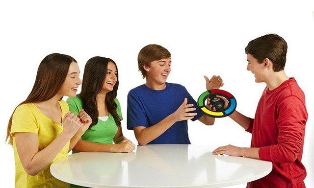 เครื่องเล่นเกมส์ฝึกสมองความจำ Simon Swipe (age 8+) 4