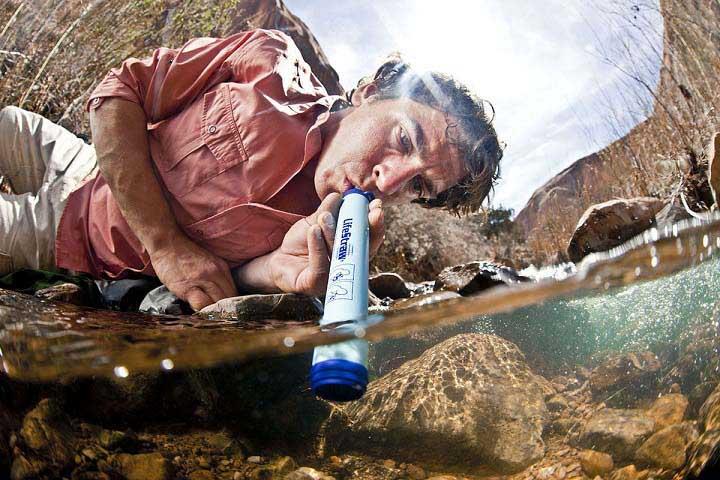 เครื่องกรองน้ำพกพา LifeStraw (กรองน้ำได้ถึง 99.99 เปอร์เซ็น)