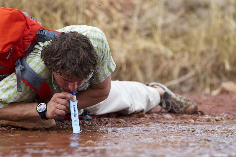 เครื่องกรองน้ำพกพา LifeStraw (กรองน้ำได้ถึง 99.99 เปอร์เซ็น) 1