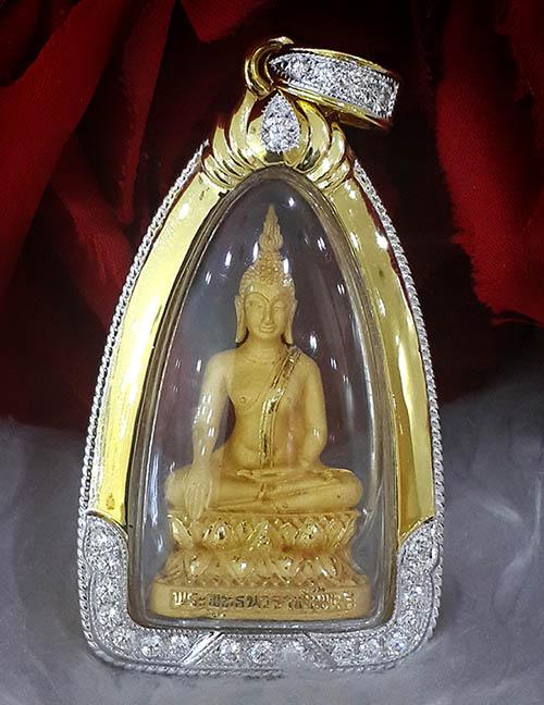 พระกริ่งพระพุทธนวราชบพิตร เนื้อทองคำ ลำดับที่ ๔๔๖ กรอบทองคำฝังเพชร ครองราชย์ ๕๐ ปี สภาพสวยสุดๆ