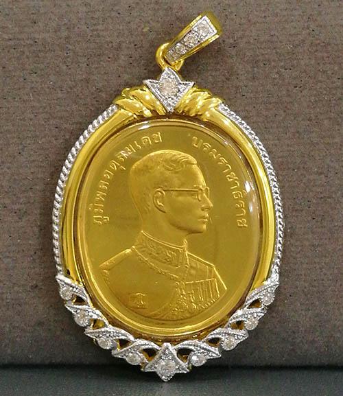 เหรียญร.9 พระพุทธชินราช พิมพ์ใหญ่ เนื้อทองคำ99 ปี2539 พิธีใหญ่ กรอบทองคำฝังเพชร มือ1 สวยสุดๆ นิยมมาก