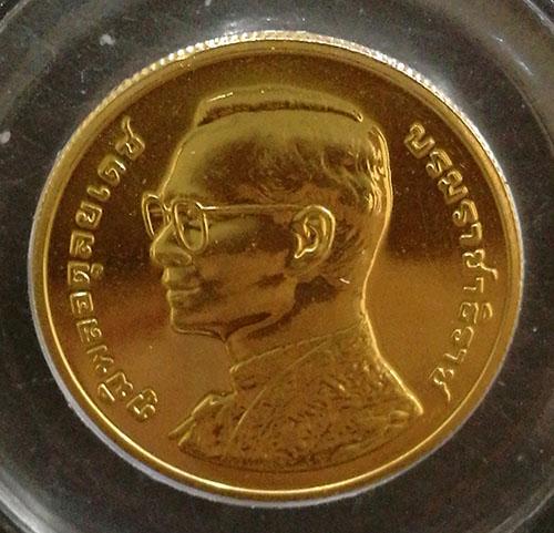เหรียญกษาปณ์ที่ระลึก 6 รอบ 72 พรรษา รัชกาลที่9 ปี2542 เนื้อทองคำ 90 หนัก 15 กรัม สภาพสวย นิยม