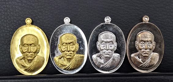 เหรียญหลวงปู่ทวด รุ่นนิรันตราย77 ชุดเนื้อทองคำ หนัก 23.8กรัม สภาพสวยสุดๆพร้อมกล่องเดิม พิธีใหญ่มาก