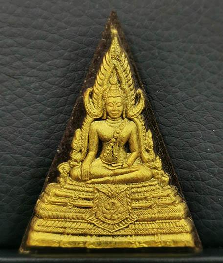 พระพุทธชินราช เนื้อผงหลังภปร.แผ่นทองคำ รุ่น เพราะแผ่นดินนี้ คือ แผ่นดินเกิด ปี2548 พร้อมกล่อง นิยม