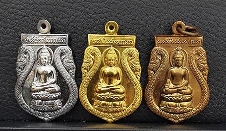 เหรียญพระไพรีพินาศ ภปร ครบ 50ปี ทรงพระผนวช  ด้านหลัง ภปร.  ชุดทองคำ หนัก 21.5กรัม พร้อมกล่องเดิมๆ
