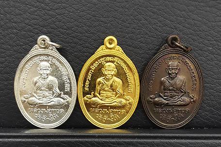 เหรียญหลวงปู่ทวด หลังพระสยามเทวาธิราช แบงค์ชาติ ชุดทองคำ เงิน ทองแดง ปี2537 พิธีใหญ่ พร้อมกล่องเดิมๆ