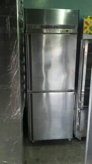 ตู้ยืนสแตนเลส 2 ประตู ฟรีส มือ2