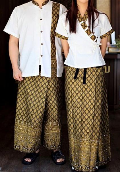 เสื้อผ้าฝ้ายครีม+กางเกงเลทอง(ขาใหญ่ข้างเล็กข้าง)