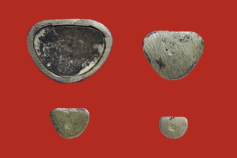 พระรูปหล่อหลวงปู่ทวด รุ่นสร้างเจดีย์ เนื้อเงิน ปี2533 ใหญ่ กลาง เล็ก จิ๋ว ครบชุด 3