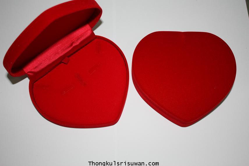 กล่องกำมะหยี่สังวาลรูปหัวใจ