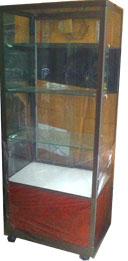 ตู้กระจกโชว์สินค้า 3 ชั้น สีชา ทรงสูง 155 ซม.พร้อมช่องเก็บของ