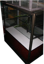ตู้กระจกโชว์สินค้า 3 ชั้น (สีชา) พร้อมช่องเก็บของ 3ฟุต 1