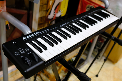 Alesis Q49 USB Midi Keyboard Controller 49-Keys with USB Cable & Ableton Lite 8
