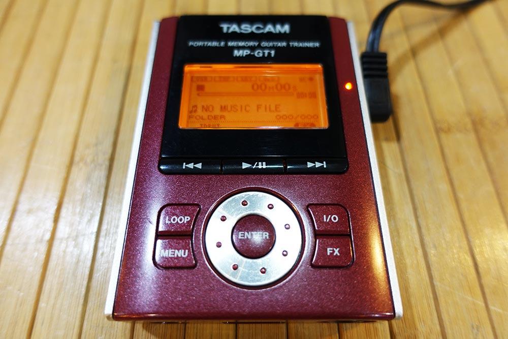 TASCAM MP-GT1 กีตาร์เทรนเนอร์ขนาดพกพา ชาร์จแบตอยู่ได้นาน 5-6ชั่วโมง ลากเพลงMP3เข้าเครื่องทางUSB