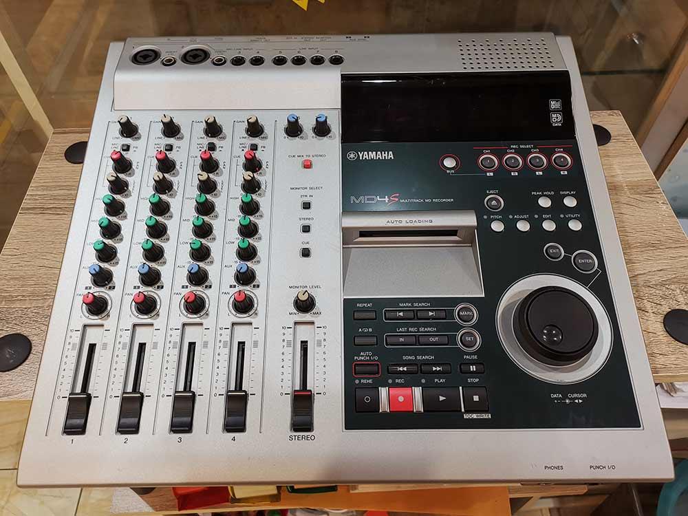 YAMAHA MD4S Multitrack MD Recorder เล่น/อัดบันทึกเสียงแผ่นMD ทั้งแบบธรรมดาและมัลติแทร็คJAPAN