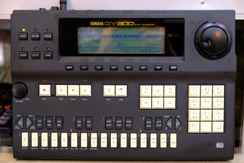 YAMAHA QY-300 (JAPAN) FDDเสีย ไปเปลี่ยนเอง ฟังก์ชั่นอื่นปรกติหมด ปุ่มกดดี เสียงออก