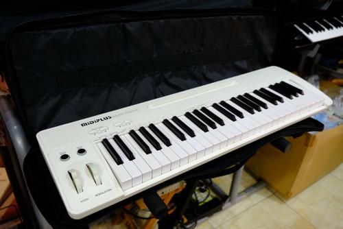 Midiplus Easy Piano แถมกระเป๋ากับซัสเทน 49คีย์ลิ่มเปียโน 128เสียง มีทัชชิ่ง ต่อมิดี้USBได้ ลำโพงในตั