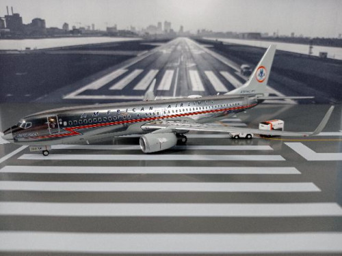 G2990 1:200 American 737-800 N905NN Astrojet [Width 18 Length 18.5 Height 6 cms.]