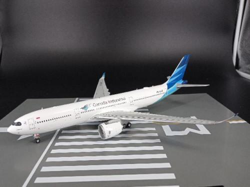 G2969 1:200 Garuda A330-900neo PK-GHF [Width 33 Length 35 Height 8 cms.]