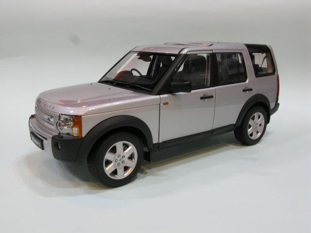 AUTOart 1:18 LAND ROVER DISCOVERY 3