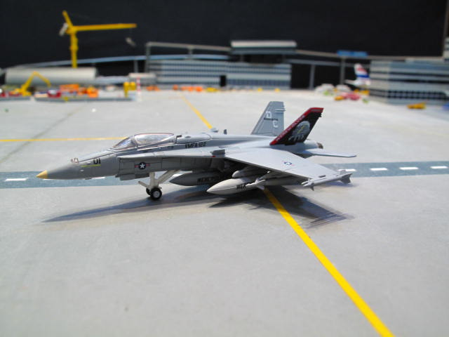 HERPA WINGS 1:200 US MARINE CORPS MCDONNELL DOUGLAS F/A-18C HORNET VMFA-122 \'WEREWOLVES\' HW554138