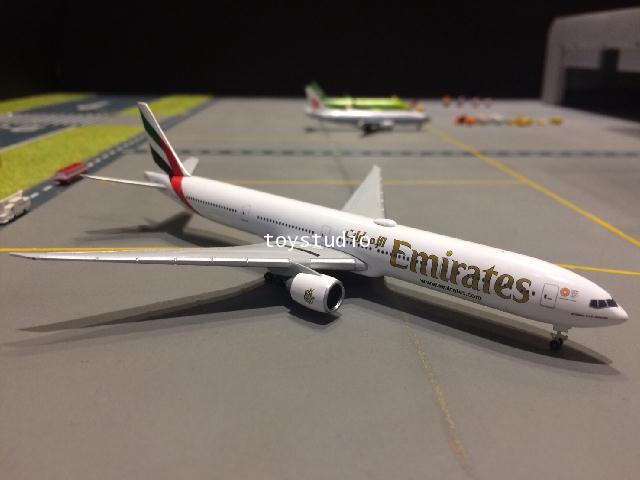 HERPA WINGS 1:500 Emirates 777-300ER A6-EQA HW518277-004