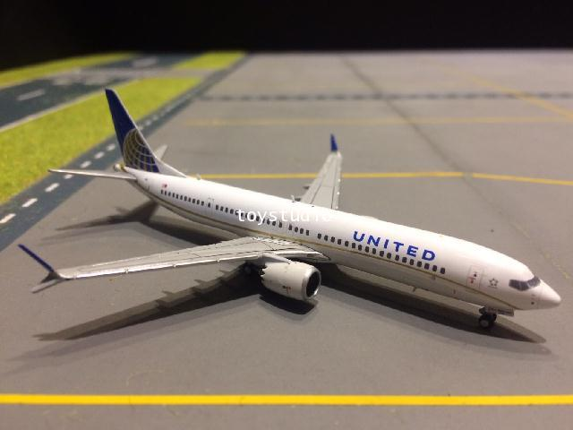 GEMINI JETS 1:400 United 737-9MAX N67051 GJ1784