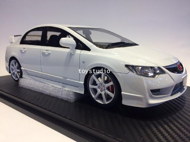 ONE MODEL 1:18 Civic Type R FD2 Early Version White (15B04-0107)