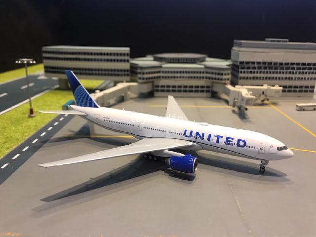 Gemini Jets 1:400 United 777-200 N210U GJ1939