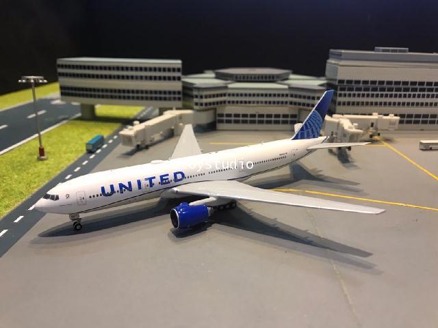 Gemini Jets 1:400 United 777-200 N210U GJ1939 1