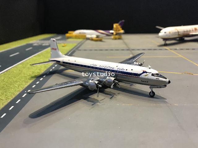 Herpa Wings 1:200 Thai DC-6B Srisoonthon HS-TGC HW570893
