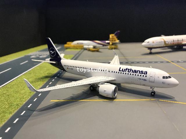 Herpa Wings 1:200 Lufthansa A320neo Rastatt D-AINO HW559768